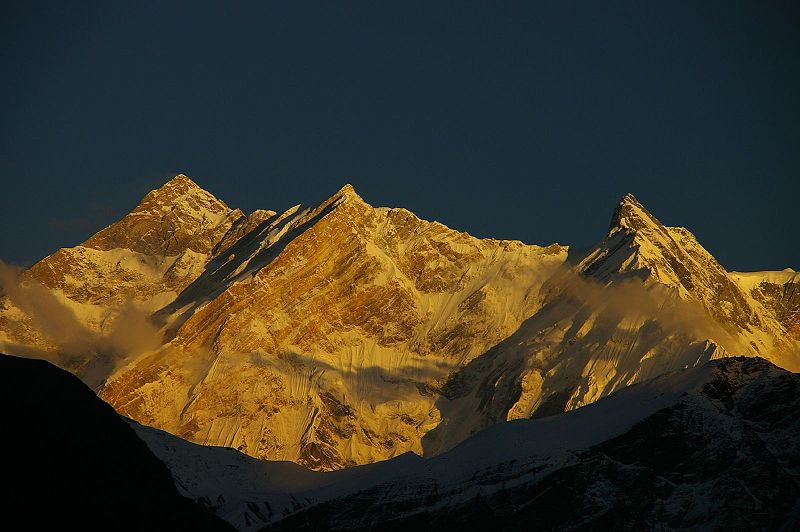 800px-Annapurna from west